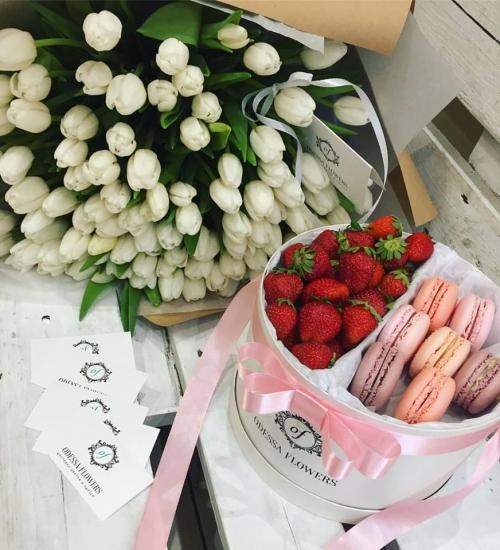 Набор *Тюльпаны* 101 шт. и *Сладости*
