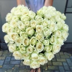 Букет Роз *Белая роза сердце* 51 шт